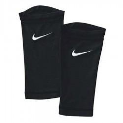 Opaski do nagolenników Nike Pocketed Guerd Sleeve